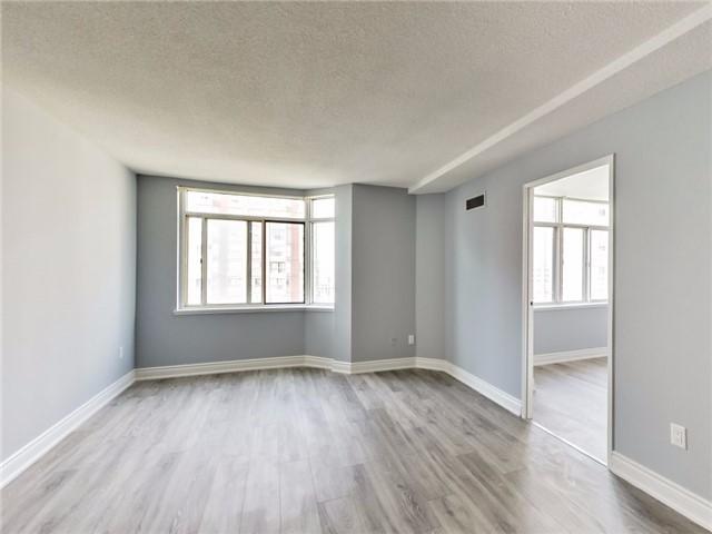 Condo Apartment at 300 Webb Dr, Unit Ph4, Mississauga, Ontario. Image 3