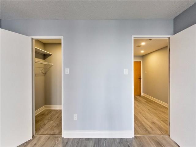 Condo Apartment at 300 Webb Dr, Unit Ph4, Mississauga, Ontario. Image 8