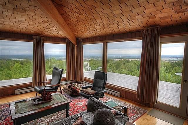 Rural Residence at 1337 Conc 10 Nottawasaga Rd, Clearview, Ontario. Image 2