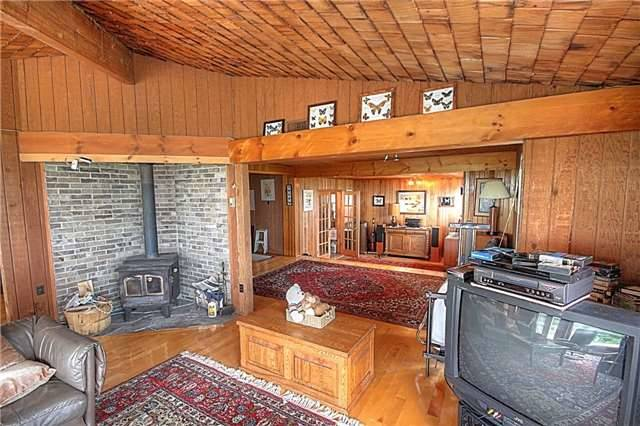 Rural Residence at 1337 Conc 10 Nottawasaga Rd, Clearview, Ontario. Image 4