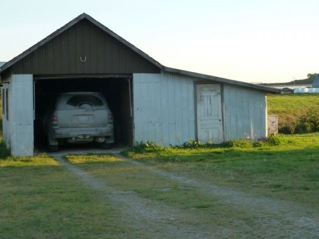 Farm at 492042 Armstrong Beauchamp Rd, Timiskaming Remote Area, Ontario. Image 5