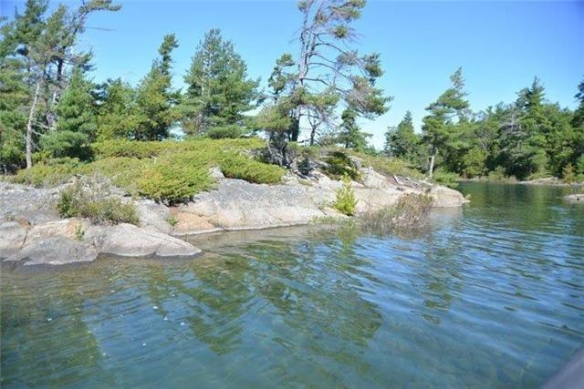 Cottage at B-607 Downward Island, Carling, Ontario. Image 14