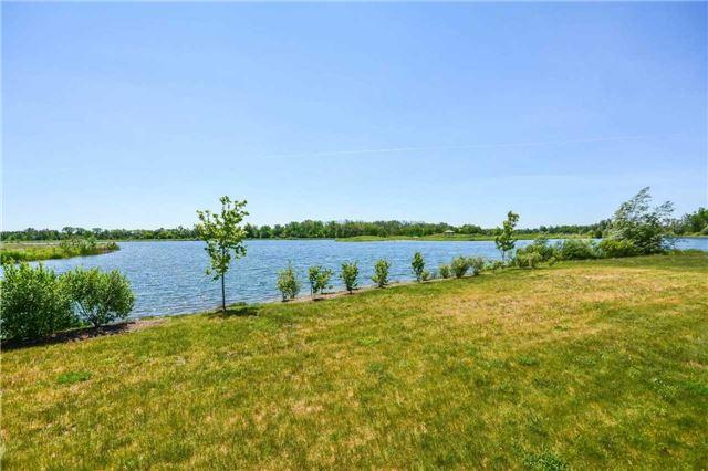 Detached at 64 Heritage Lake Dr, Puslinch, Ontario. Image 7