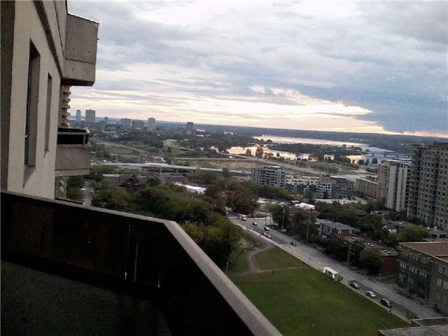 Condo Apartment at 470 Laurier Ave W, Unit 2309, Ottawa, Ontario. Image 6