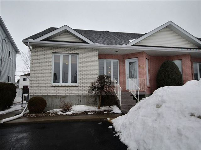 Semi-detached at 423 Desjardins St, Hawkesbury, Ontario. Image 1