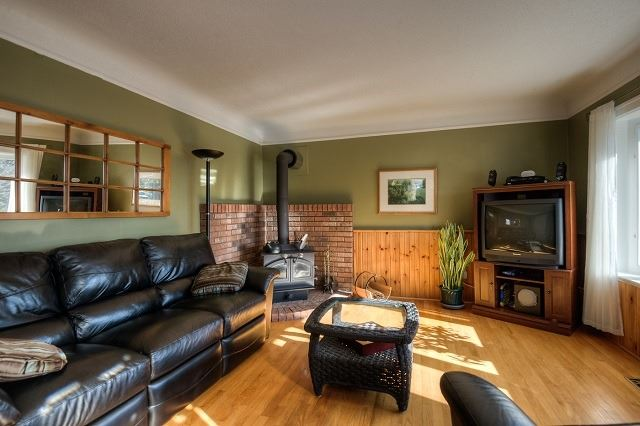 Detached at 30 Northside Dr, Woolwich, Ontario. Image 14