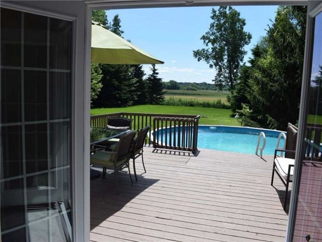 Detached at 2098 Paul Dr, Clarence-Rockland, Ontario. Image 4
