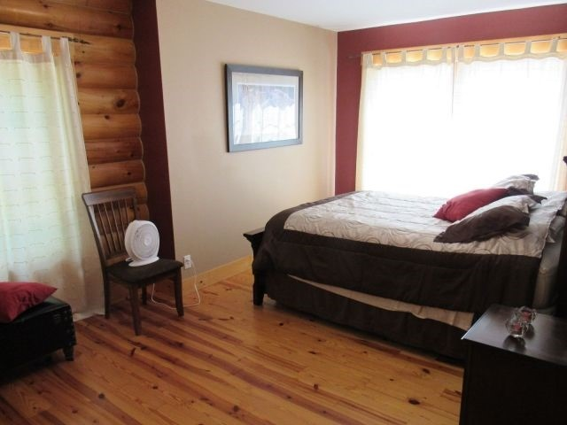 Cottage at 66 Sheridan Rd, Pelee, Ontario. Image 4