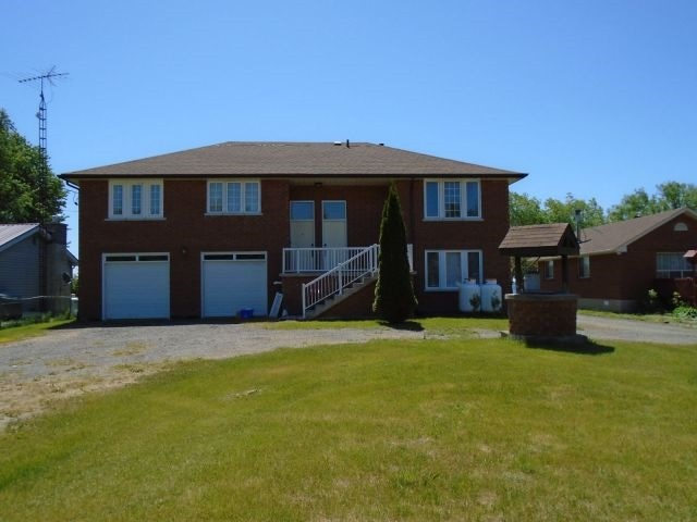 Detached at 132 Hiscock Shores Rd, Prince Edward County, Ontario. Image 1