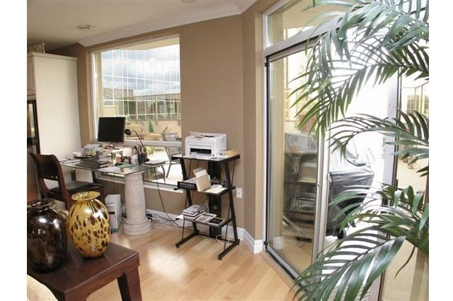 Condo Apartment at 250 Pall Mall St, Unit 408, London, Ontario. Image 2