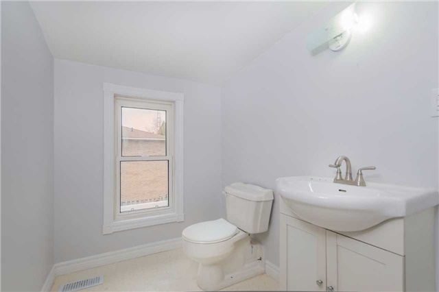 Detached at 29 Brook Rd S, Cobourg, Ontario. Image 5