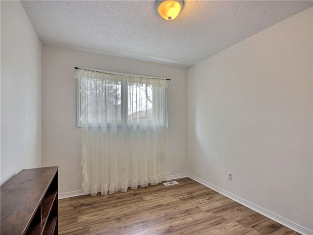 Condo Townhouse at 2111 Montreal Rd, Unit 48, Ottawa, Ontario. Image 5