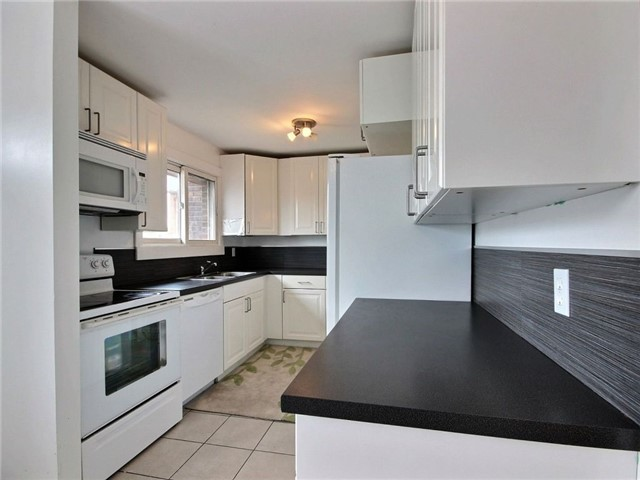 Condo Townhouse at 2111 Montreal Rd, Unit 48, Ottawa, Ontario. Image 12