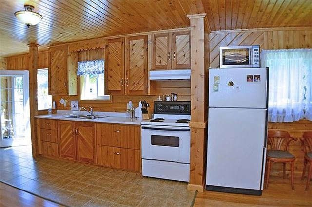Cottage at 1227 Schooner Rd, North Frontenac, Ontario. Image 4