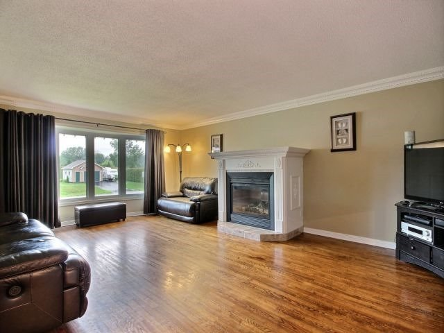 Detached at 2780 Pierrette Dr, Ottawa, Ontario. Image 5