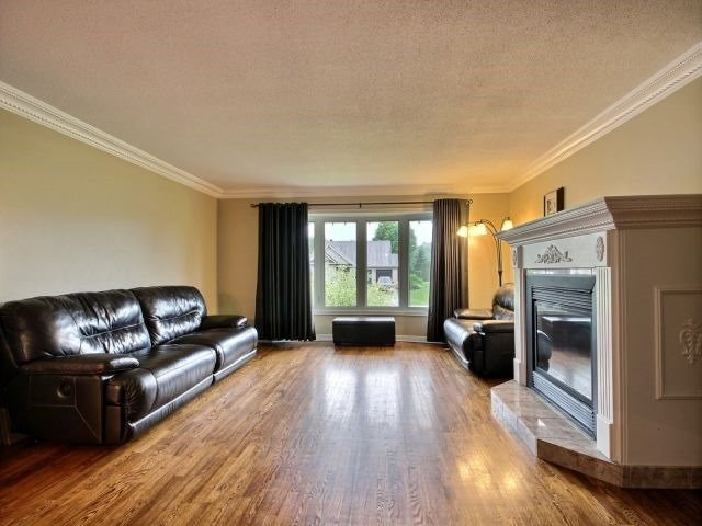 Detached at 2780 Pierrette Dr, Ottawa, Ontario. Image 7