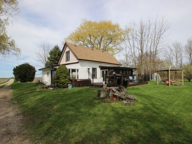 Detached at 1293 Gore Rd, Essex, Ontario. Image 6
