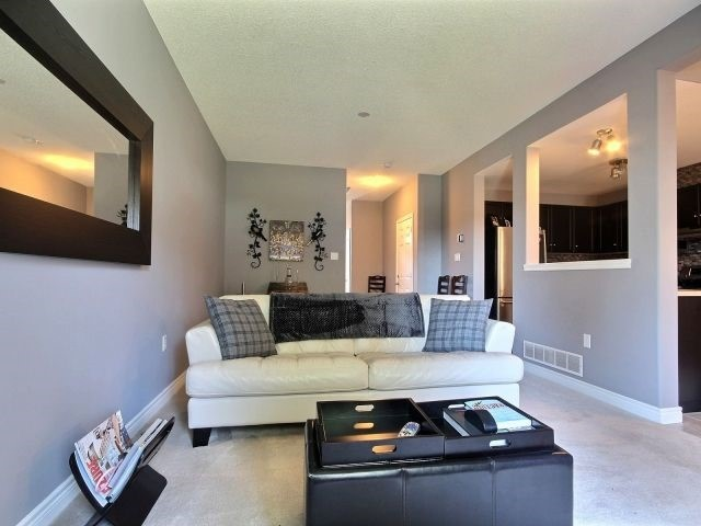 Condo Townhouse at 10 Liddycoat Lane, Hamilton, Ontario. Image 20
