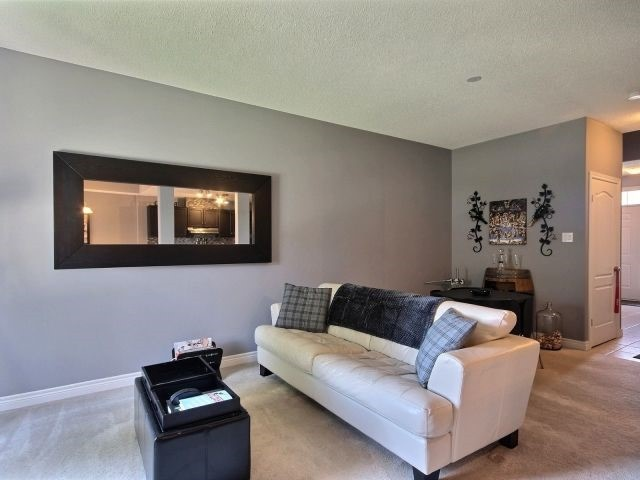 Condo Townhouse at 10 Liddycoat Lane, Hamilton, Ontario. Image 2