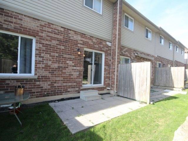 Condo Townhouse at 10 Liddycoat Lane, Hamilton, Ontario. Image 11