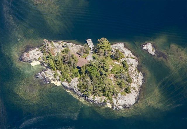 Cottage at B-490 Bent Tree Island, The Archipelago, Ontario. Image 1
