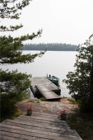Cottage at B-490 Bent Tree Island, The Archipelago, Ontario. Image 5