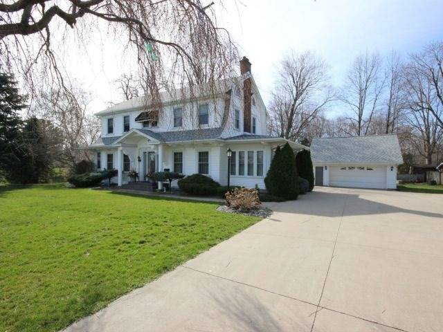 Detached at 3089 Seacliff Dr, Kingsville, Ontario. Image 6