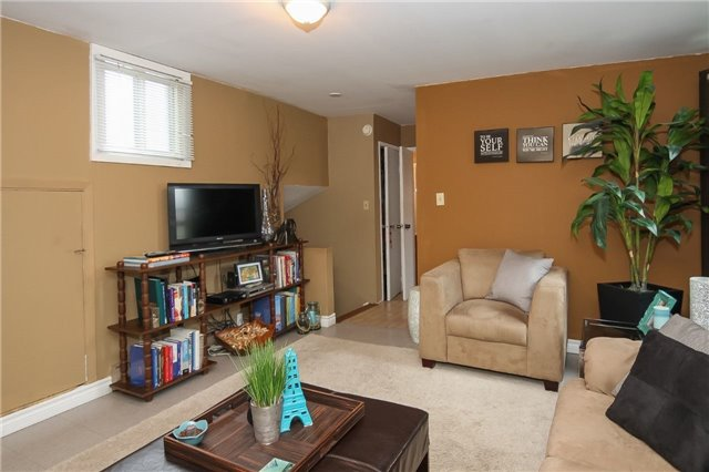Detached at 1133 Upper Paradise Rd, Hamilton, Ontario. Image 8