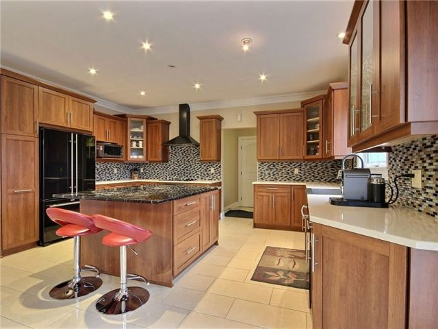 Detached at 100 Issam Private, Ottawa, Ontario. Image 3