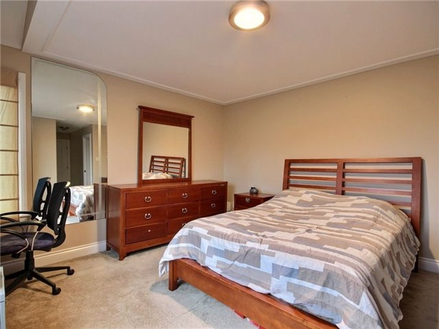 Detached at 100 Issam Private, Ottawa, Ontario. Image 8