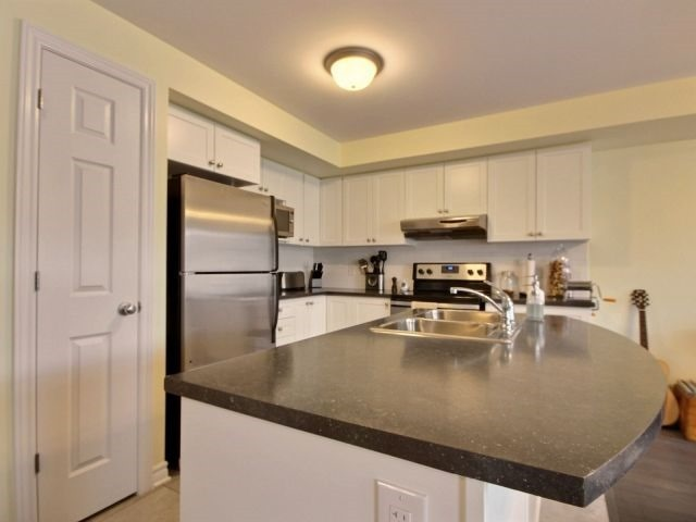 Condo Apartment at 185 Bluestone Private, Unit 8, Ottawa, Ontario. Image 11