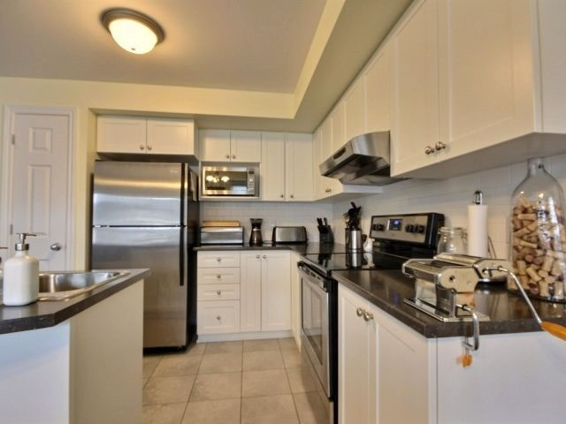 Condo Apartment at 185 Bluestone Private, Unit 8, Ottawa, Ontario. Image 14