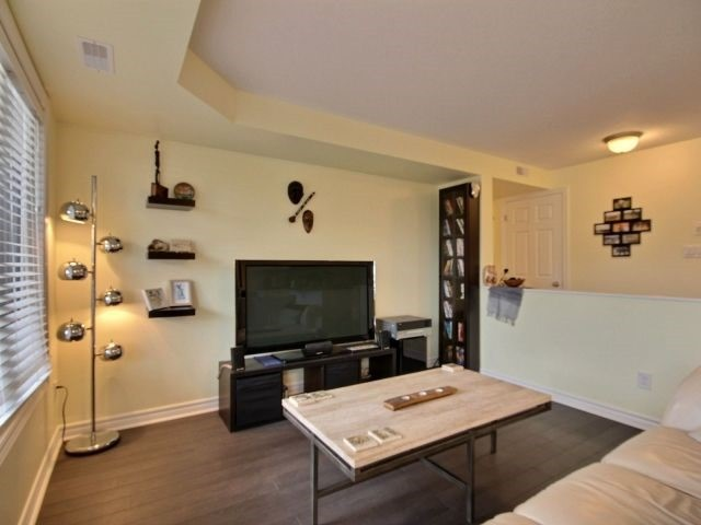Condo Apartment at 185 Bluestone Private, Unit 8, Ottawa, Ontario. Image 4