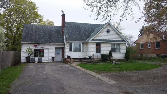 Detached at 325 Southdale Rd E, London, Ontario. Image 1