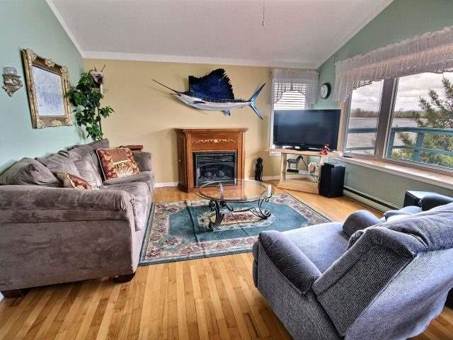 Detached at 1475 Concession 1, Alfred & Plantagenet, Ontario. Image 19