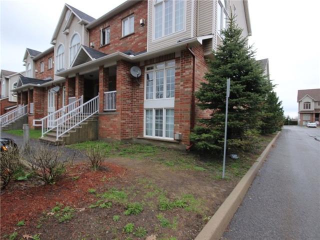 Condo Townhouse at 1512 Walkley Rd, Unit 50, Ottawa, Ontario. Image 2