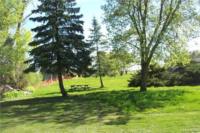 Detached at 9697 Dickenson Rd W, Hamilton, Ontario. Image 5