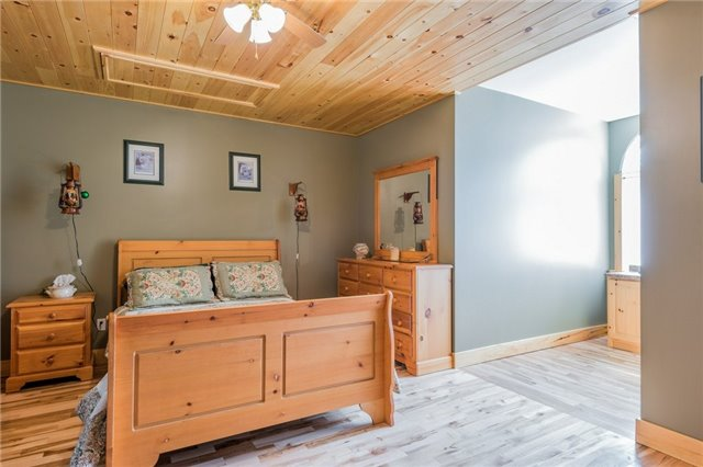 Detached at 98 County Rd 49, Kawartha Lakes, Ontario. Image 5