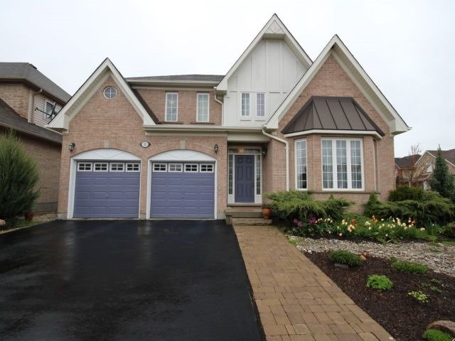 Detached at 31 Mossgrove Dr, Kitchener, Ontario. Image 1