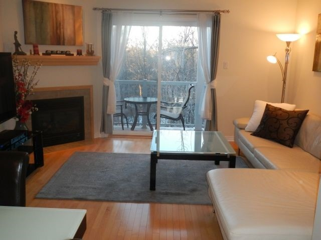 Condo Townhouse at 1082 Redtail Private, Ottawa, Ontario. Image 2