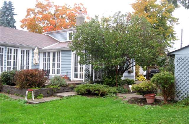 Detached at 235 Water St, Cobourg, Ontario. Image 6