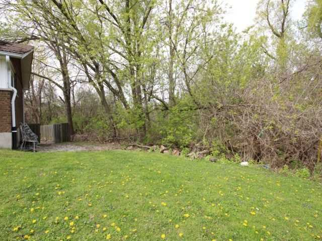 Detached at 3 Springdale Dr, Kitchener, Ontario. Image 17