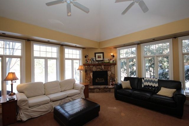 Detached at 10 Forest Dr, Kingston, Ontario. Image 2