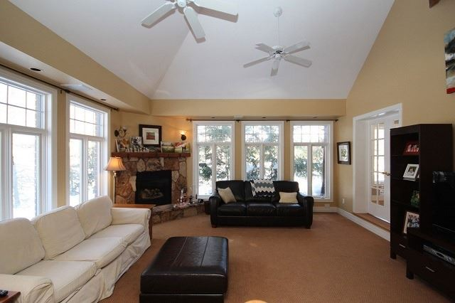 Detached at 10 Forest Dr, Kingston, Ontario. Image 3
