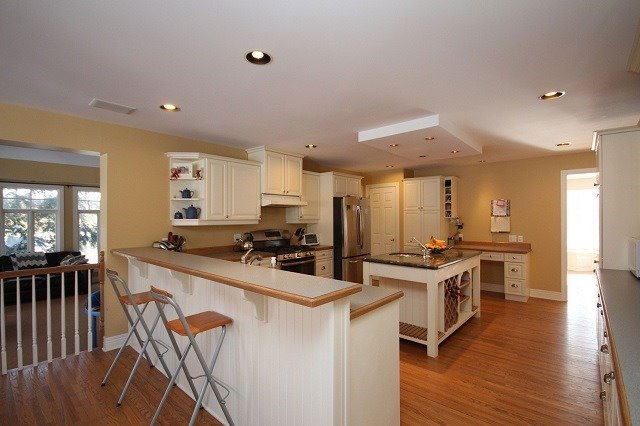 Detached at 10 Forest Dr, Kingston, Ontario. Image 4