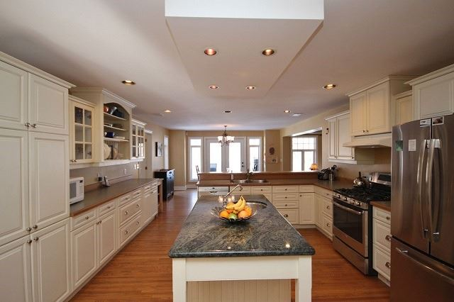 Detached at 10 Forest Dr, Kingston, Ontario. Image 5
