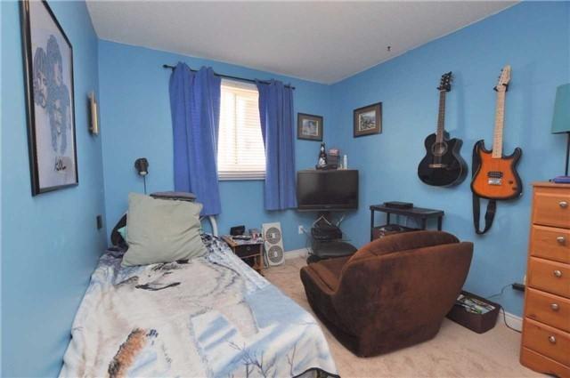 Detached at 80 Etherington Cres, Hamilton, Ontario. Image 2