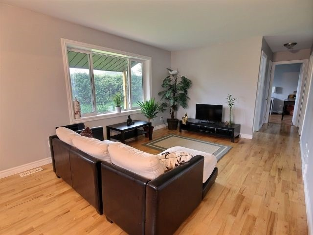 Detached at 1800 Landry St, Clarence-Rockland, Ontario. Image 15