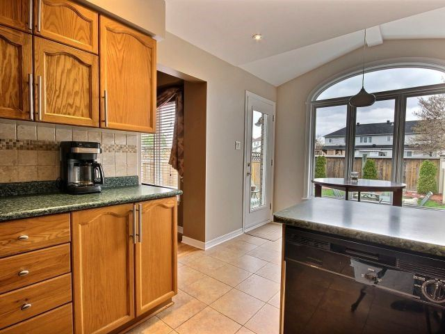 Townhouse at 1502 Tonilee Dr, Ottawa, Ontario. Image 14