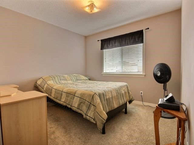 Townhouse at 1502 Tonilee Dr, Ottawa, Ontario. Image 3